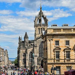 Spend a romantic weekend away in Edinburgh
